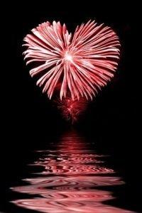 Feu d'artifice coeur et reflets